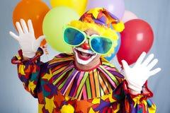 Clown drôle en grandes glaces Photographie stock