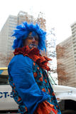 Clown Makes Silly Face in Kerstmisparade van Atlanta Stock Afbeelding