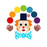 Clown med regnbågebollar Arkivbild