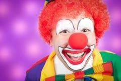 Clown med violett bakgrund Fotografering för Bildbyråer