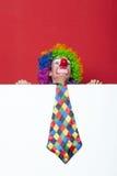 Clown met band op lege witte raad Stock Afbeeldingen