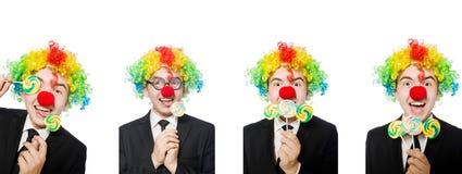 Clown met lolly op wit wordt ge?soleerd dat stock afbeelding