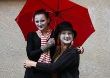 Clown mit zwei Mädchen Stockbild