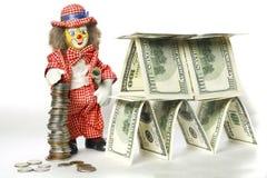 Clown nahe einem Dollarhaus Stockfotografie