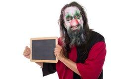 Clown rampant tenant un signe avec le copyspace, d'isolement sur le blanc image stock