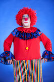 Clown sur le backgound bleu Photos stock