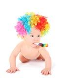 Clown van de baby met mulicolored pruik en partijventilator Royalty-vrije Stock Afbeelding