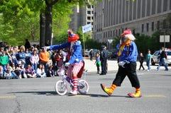Clowne in der Parade. Lizenzfreies Stockbild