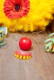 Clowne kostümieren mit den Zähnen Lizenzfreie Stockfotografie