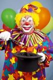 clownen gör magiskt trick Royaltyfri Foto