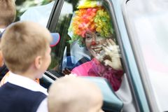 Clownen har kommit arkivbild