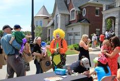 Clownen och folket Royaltyfria Bilder