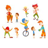 Clowner och lyckliga små ungar ställde in, barn som har gyckel på födelsedagen, karnevalpartiet eller cirkuskapacitetsvektorn vektor illustrationer