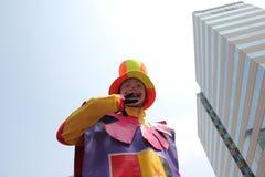 Clowner på festivalen Arkivfoton