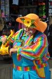 Clownfestlegung und spielen saxaphone Lizenzfreie Stockfotografie