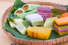 Clsoeup auf Süßspeise Malaysias populärem sortiertem kuih kueh Stockbilder