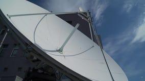 Clsose por satélite industrial del dishe para arriba almacen de video