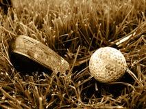 Club áspero y bola del oro viejo Foto de archivo