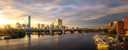 Club de bateau de pont et de yacht dans la ville de Boston image stock
