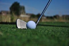 Club de golf y bola Fotografía de archivo