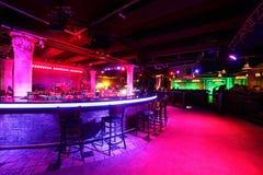 Club de noche moderno en estilo europeo Foto de archivo libre de regalías