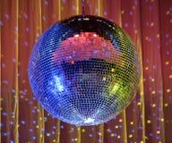 Club de noche que enciende la espejo-bola azul 2 Foto de archivo libre de regalías