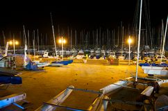 Club de yate en la noche. fotos de archivo
