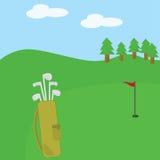 Club di golf e sacchetto sul corso Fotografia Stock