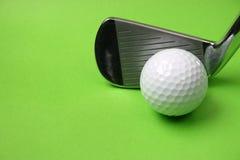Club di golf e sfera fotografie stock libere da diritti