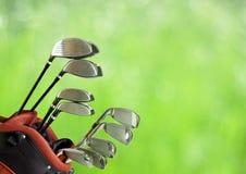 Club di golf e sfera isolati su bianco Fotografia Stock Libera da Diritti