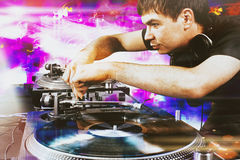 Club DJ playing mixing music on vinyl turntable Stock Photography