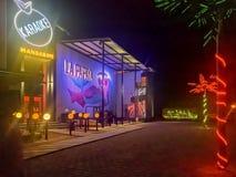 Club nocturno de la papaya del La en Crucecita, Oaxaca imagenes de archivo