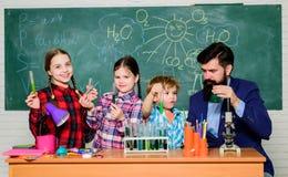 Club orienté de chimie Interaction et communication de groupe Intérêts et club de sujet Talents de passe-temps d'intérêts de part photographie stock