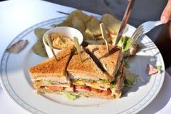 Club Sandwich und Chips Lizenzfreies Stockfoto