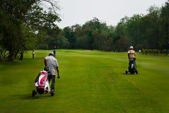 Club van de caddie de dragende golfspeler Stock Foto
