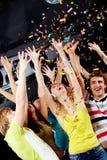 Clubbers ayant l'amusement Images stock