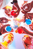 Clubbers met cocktails royalty-vrije stock fotografie