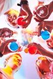 Clubbers z koktajlami fotografia royalty free