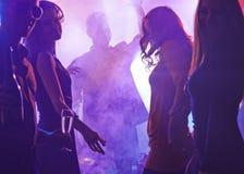 Clubbing dos povos foto de stock royalty free