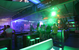 Clubbing em Faliraki, Grece da vida noturna imagem de stock