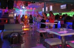 Clubbing in Faliraki, Grece di vita di notte fotografia stock