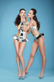 clubbing L'immaginazione ha disegnato gli showgirl delle donne in costumi teatrali fotografia stock libera da diritti