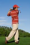 Clube de balanço do jogador de golfe Fotografia de Stock Royalty Free