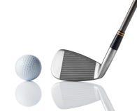 Clube de golfe e esfera de golfe Fotos de Stock Royalty Free