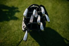 clube de golfe no saco foto de stock