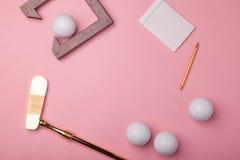 Clube e bolas luxuosos de golfe do ouro Fotografia de Stock