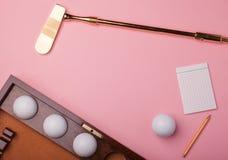 Clube e bolas luxuosos de golfe do ouro Imagens de Stock
