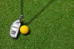 Clube e esfera de golfe Fotografia de Stock