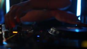 Clube noturno Deejay Record Player do DJ do fundo da música video estoque
