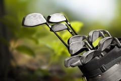 Clubes de golfe diferentes no fundo Imagem de Stock